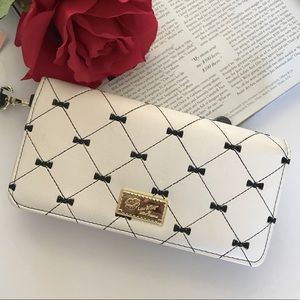 New Betsey Johnson White and Black Wallet Case
